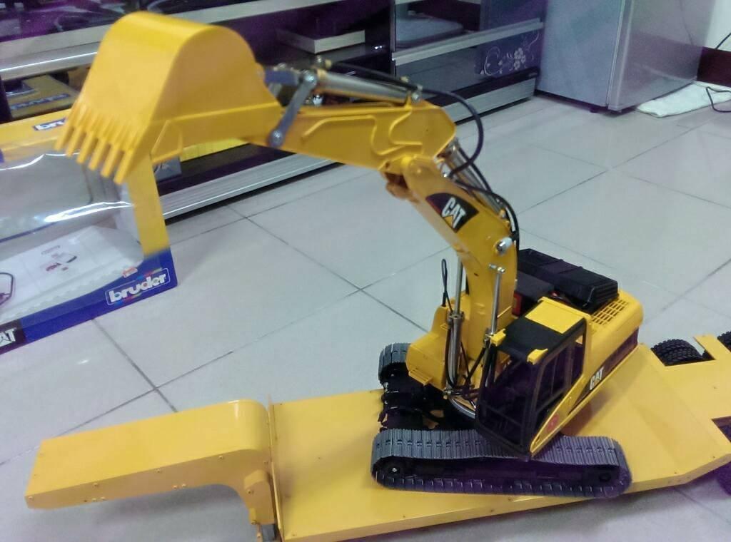 德国bruder 1 16挖土机 改 新版 油压版 开箱啦 机器人 重机械 台湾遥控模型 RC TW 不来看 一定后悔