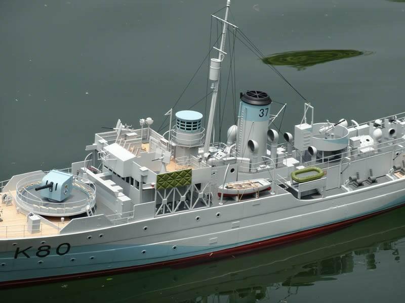 美军退役的佩里级护卫舰被当成靶船炸沉-台湾刚买同型舰被美当靶船